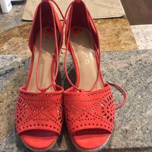 Unisa size 9.5 espadrille sandals in red